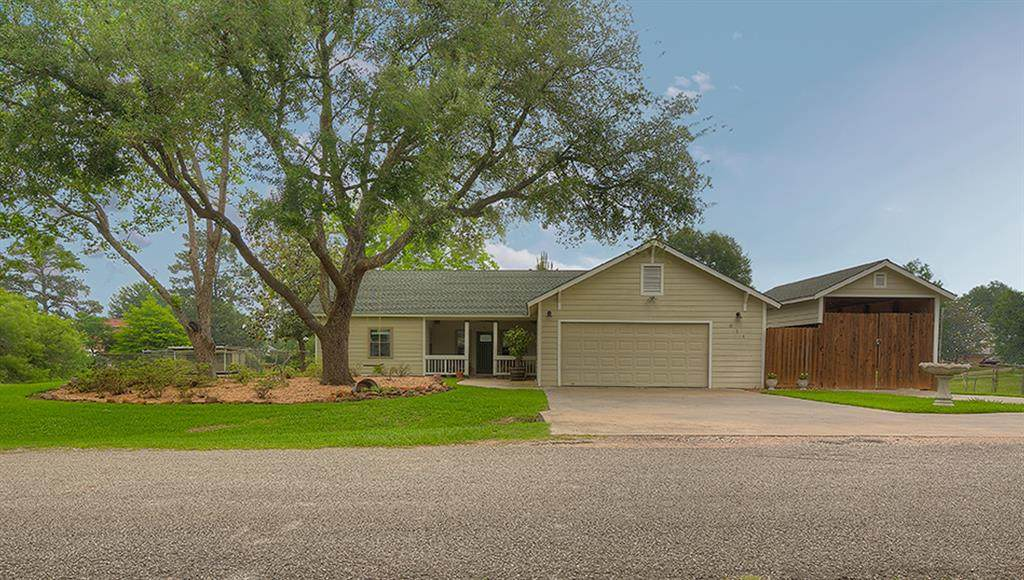 611 Lakeview Drive Loop - Photo 1