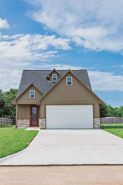 2417 Starling Drive, Bay City, TX 77414 (MLS #66879283) :: The Sold By Valdez Team