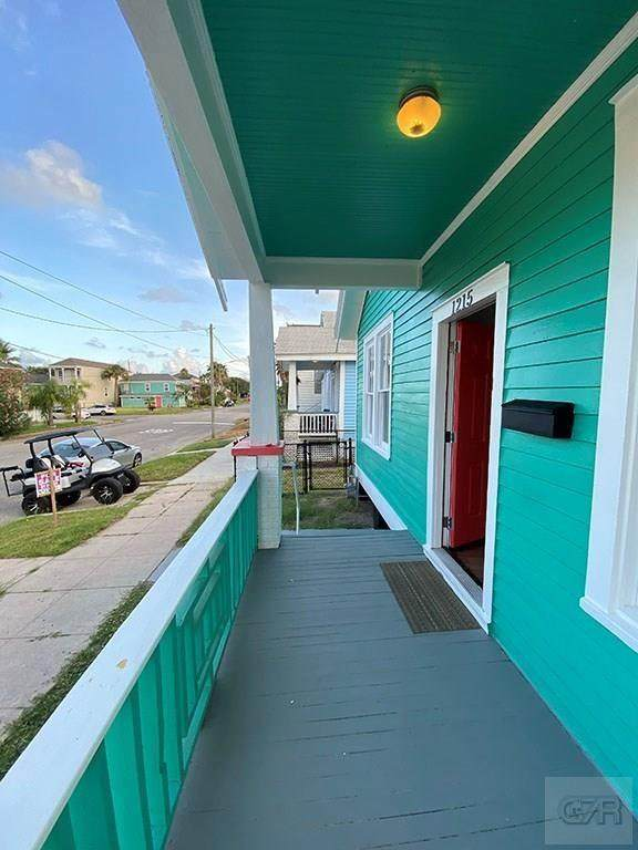 1215 13th Street, Galveston, TX 77550 (MLS #67583111) :: Caskey Realty