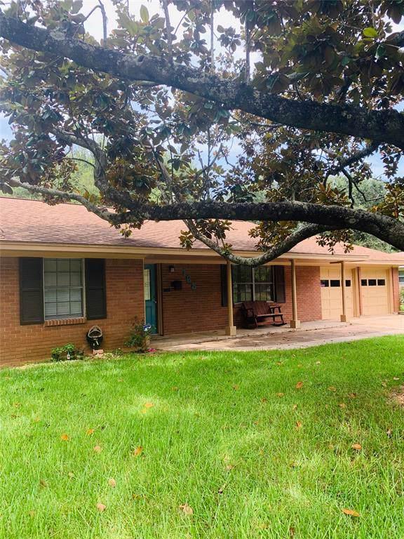 165 Oak Drive, Lake Jackson, TX 77566 (MLS #67645864) :: The Jill Smith Team