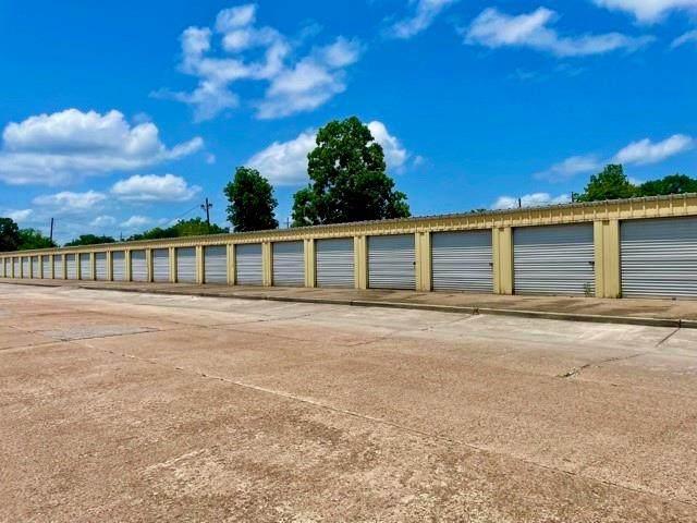 302 Cook Street, Dayton, TX 77535 (MLS #67838877) :: My BCS Home Real Estate Group