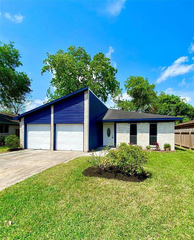 1822 N Eagle Drive, League City, TX 77573 (MLS #6802436) :: Christy Buck Team