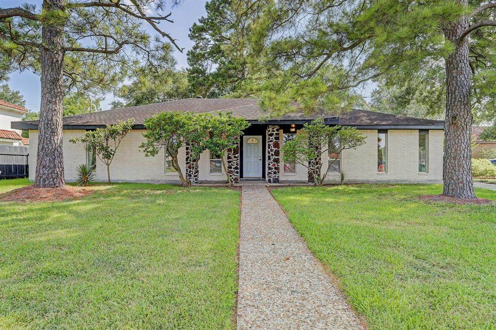 5855 Braeswood Boulevard - Photo 1