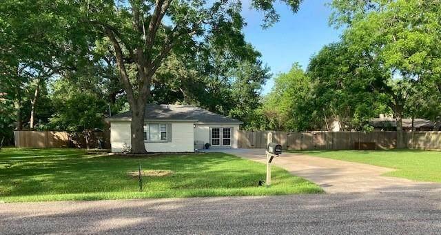 427 Southern Oaks Drive, Lake Jackson, TX 77566 (MLS #68090422) :: The Bly Team