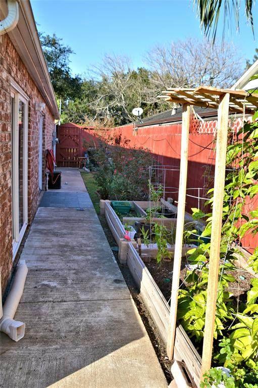 13919 Locke Lane, Houston, TX 77077 (MLS #68337606) :: NewHomePrograms.com