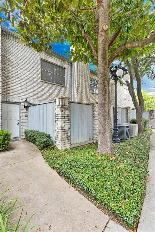200 Wilcrest Drive, Houston, TX 77042 (MLS #68356646) :: Krueger Real Estate