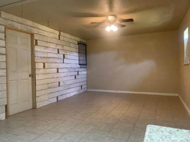 105 N Galveston, Anahuac, TX 77514 (MLS #69311833) :: The Bly Team