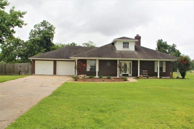 814 Winchester Trail, Angleton, TX 77515 (MLS #69346924) :: The SOLD by George Team