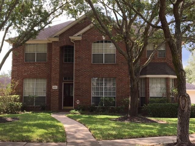 4911 Bend Court, Sugar Land, TX 77478 (MLS #69353583) :: Texas Home Shop Realty