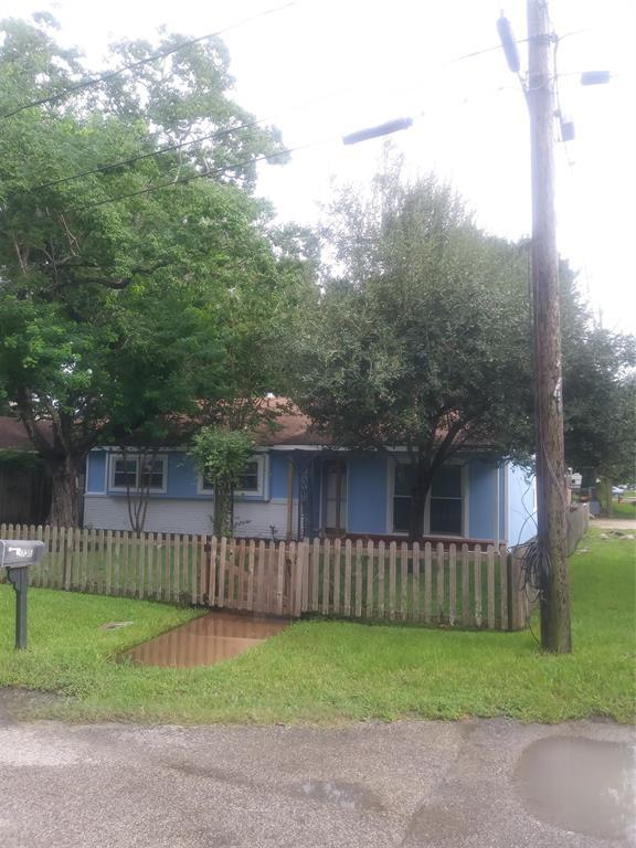 2735 Oak Road, Kemah, TX 77565 (MLS #69746939) :: The SOLD by George Team
