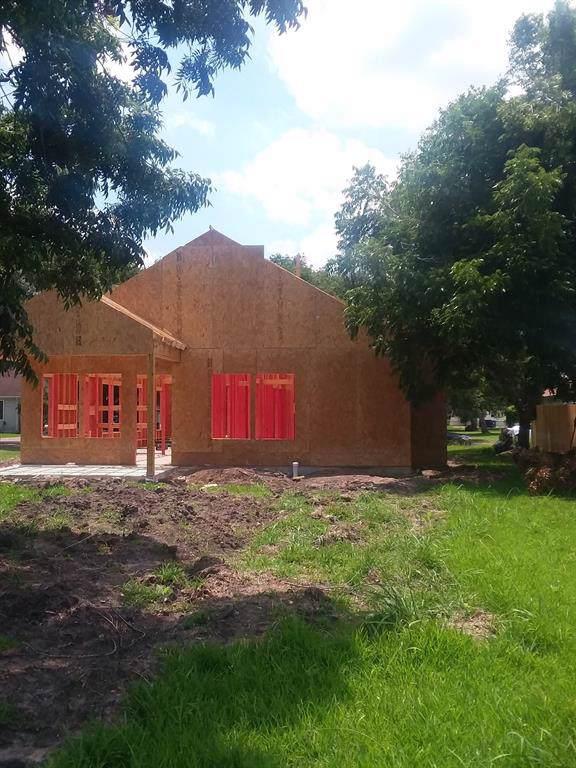 1109 Macarthur Street, Rosenberg, TX 77471 (MLS #69853824) :: The Sansone Group