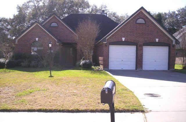 208 Balsam Street, Lake Jackson, TX 77566 (MLS #70116798) :: The Freund Group