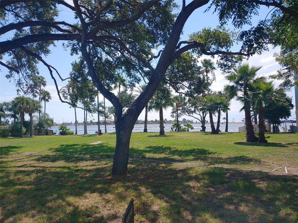 1515 Bayou Shore Drive - Photo 1
