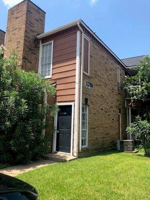 12380 Sandpiper Drive #302, Houston, TX 77035 (MLS #70860580) :: The SOLD by George Team