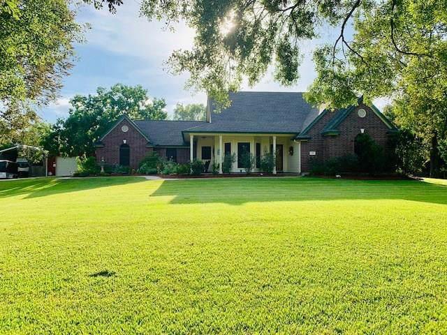 319 County Road 893, Angleton, TX 77515 (MLS #70930887) :: Guevara Backman
