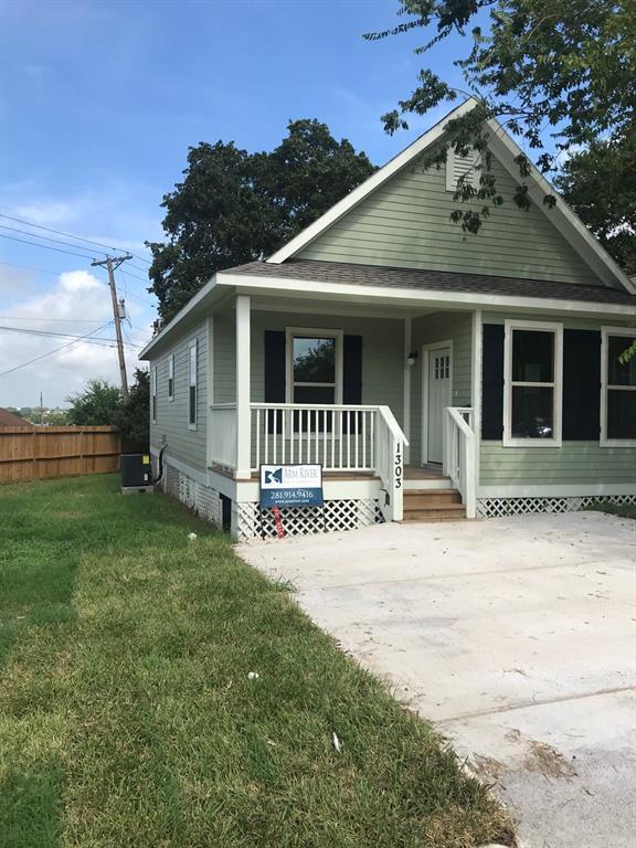 1303 Simon Avenue, Brenham, TX 77833 (MLS #70962575) :: Krueger Real Estate