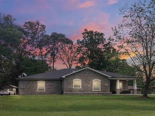 716 W Wildwood, Village Mills, TX 77663 (MLS #71213557) :: Texas Home Shop Realty