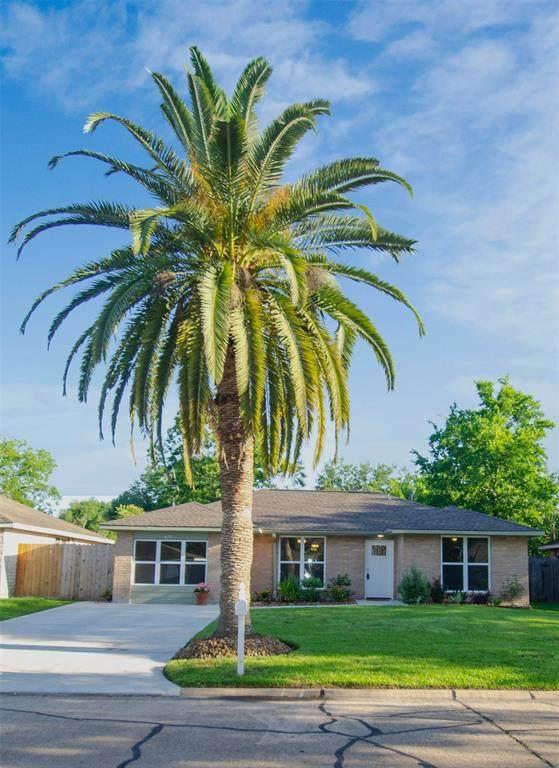 520 Castlelake Drive, Friendswood, TX 77546 (MLS #71518596) :: The Bly Team