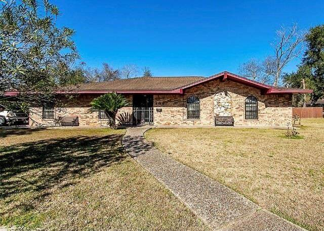 106 W Cherry Avenue, Orange, TX 77630 (MLS #71674787) :: The Queen Team