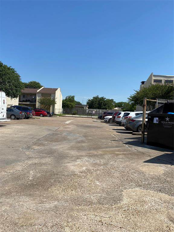 10075 Westpark Drive #84, Houston, TX 77042 (MLS #71943960) :: Caskey Realty