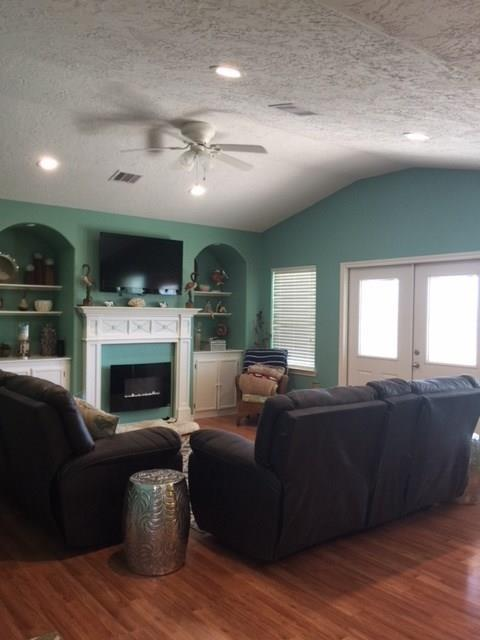 2297 Martinique Corner, Crystal Beach, TX 77650 (MLS #73003938) :: Texas Home Shop Realty