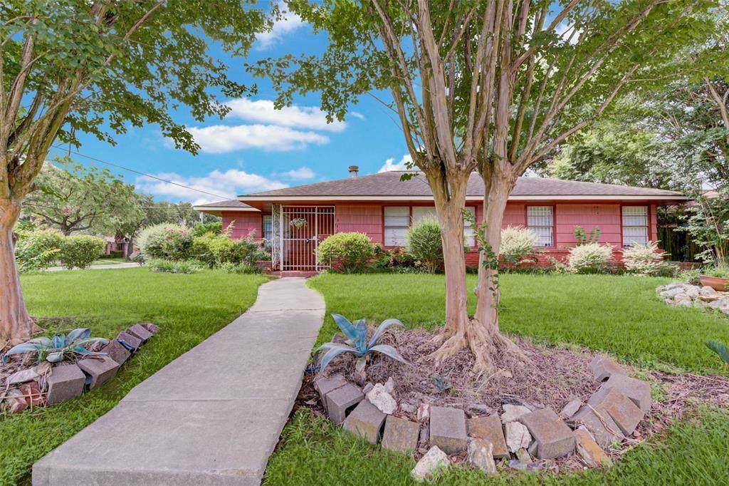 3403 Linkwood Drive - Photo 1