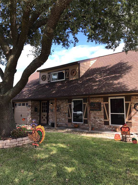 3303 Churchill Street, Pearland, TX 77581 (MLS #74793661) :: Bay Area Elite Properties