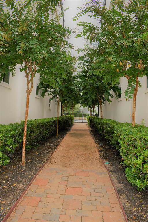 10925 Wrenwood Manor, Houston, TX 77043 (MLS #75282865) :: Ellison Real Estate Team