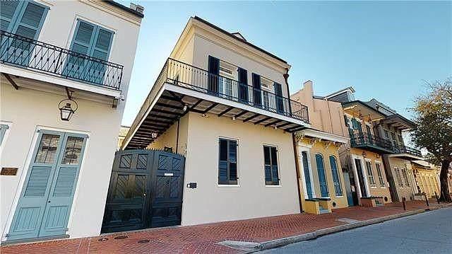 912 Orleans Street - Photo 1