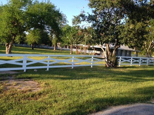 30614 W Front Street, Fulshear, TX 77441 (MLS #75354446) :: Texas Home Shop Realty