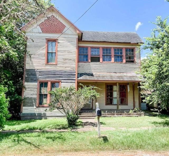 406 Clark Street, Yoakum, TX 77995 (MLS #75853830) :: Texas Home Shop Realty