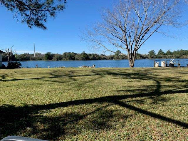 5501 Humble Camp, Dickinson, TX 77539 (MLS #76133258) :: The SOLD by George Team