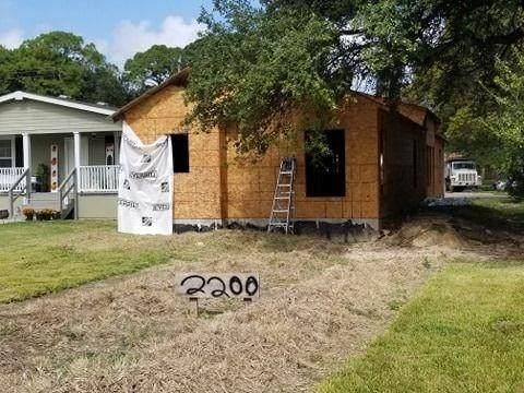 2200 N 2nd Avenue, Texas City, TX 77598 (MLS #7643385) :: The Parodi Team at Realty Associates