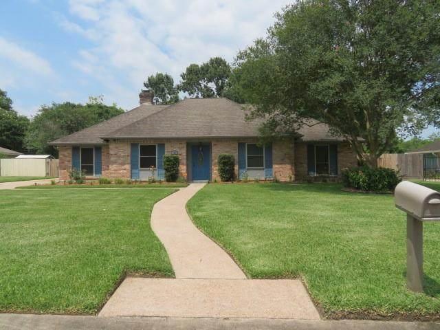 705 Quaker Drive, Friendswood, TX 77546 (MLS #76575217) :: Rachel Lee Realtor