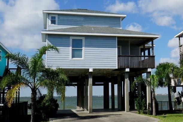 231 Isles End Road, Tiki Island, TX 77554 (MLS #76667225) :: The SOLD by George Team