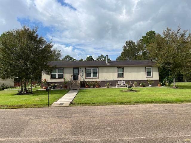 52 County Road 302, Alvin, TX 77511 (MLS #78069603) :: NewHomePrograms.com