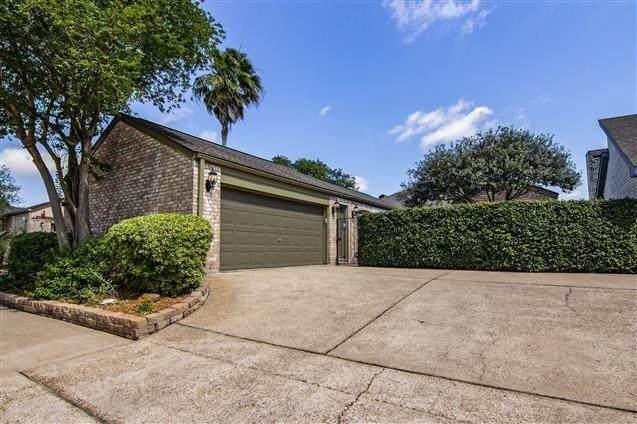7822 Rollingbrook Drive, Houston, TX 77071 (MLS #78482830) :: Caskey Realty