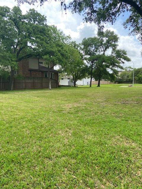 9307 Cliffwood Drive, Houston, TX 77096 (MLS #78800118) :: Michele Harmon Team