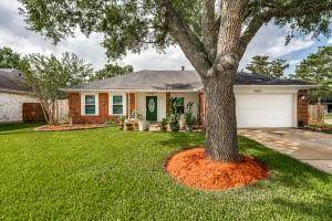 4822 Meadowglen Drive, Pearland, TX 77584 (MLS #79238132) :: The Freund Group