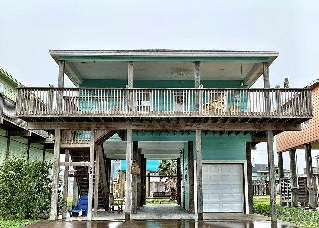 861 Surfview Dr, Crystal Beach, TX 77650 (MLS #79333909) :: The Queen Team