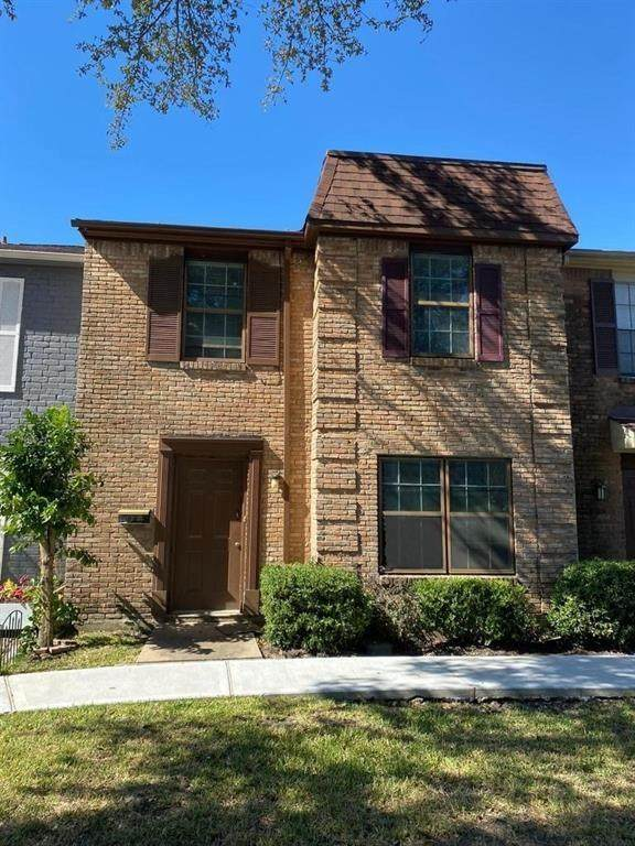 1037 Willow Oaks Circle, Pasadena, TX 77506 (MLS #8008678) :: My BCS Home Real Estate Group