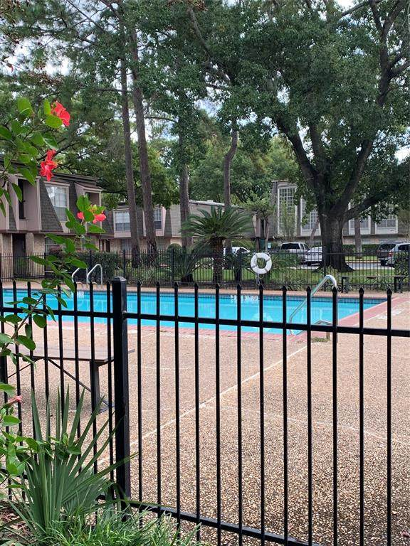 12633 Memorial Drive #74, Houston, TX 77024 (MLS #81658197) :: Guevara Backman
