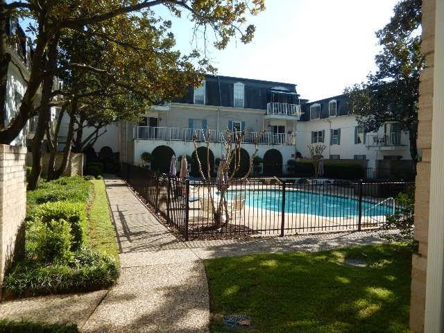 2601 Bellefontaine Street B201, Houston, TX 77025 (MLS #81766773) :: Magnolia Realty