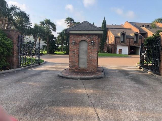 1019 Palm Cove Court, Galveston, TX 77554 (MLS #82010835) :: The Heyl Group at Keller Williams