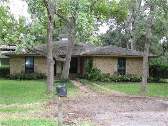 145 Sycamore Street, Richwood, TX 77531 (MLS #83006641) :: Carrington Real Estate Services