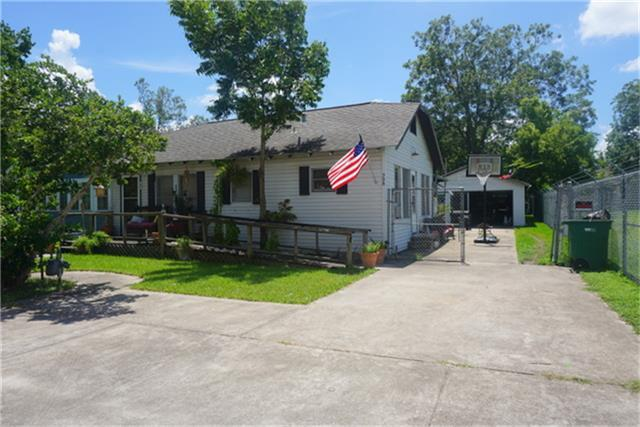 508 9th Street, Kemah, TX 77565 (MLS #83765036) :: REMAX Space Center - The Bly Team