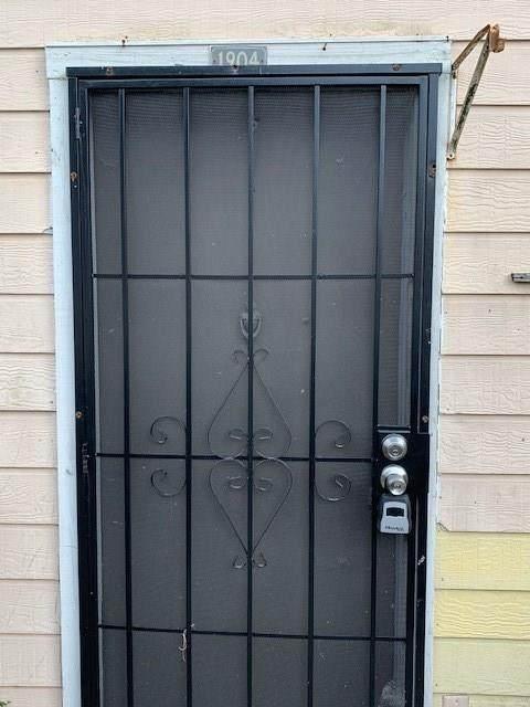 6200 W Tidwell Rd #1904, Houston, TX 77092 (MLS #8394527) :: My BCS Home Real Estate Group