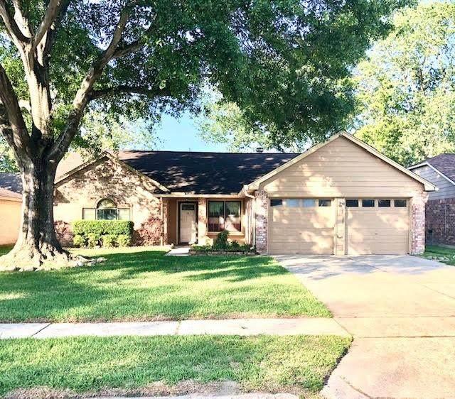 16743 Man O War Lane, Friendswood, TX 77546 (MLS #84062205) :: Michele Harmon Team