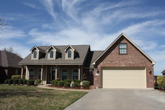 1437 S Bluebonnet Lane, Angleton, TX 77515 (MLS #84313434) :: Texas Home Shop Realty