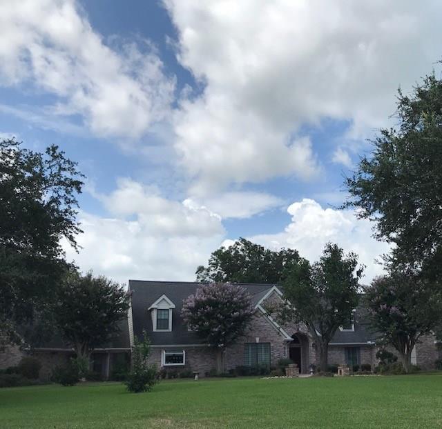 317 E Timbercreek Drive, Lake Jackson, TX 77566 (MLS #8434224) :: Texas Home Shop Realty